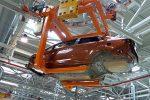 Производство легковых машин в РФ упало начетверть