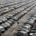 Продажи авто в РФ упали додесятилетнего минимума